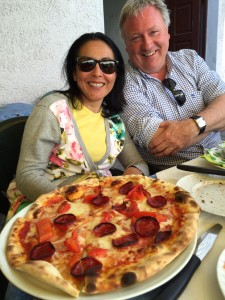 Veronica and Dirk and pizza diavalo